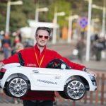 Elektromobilių lenktynės dovanoja šventę ir mažiesiems